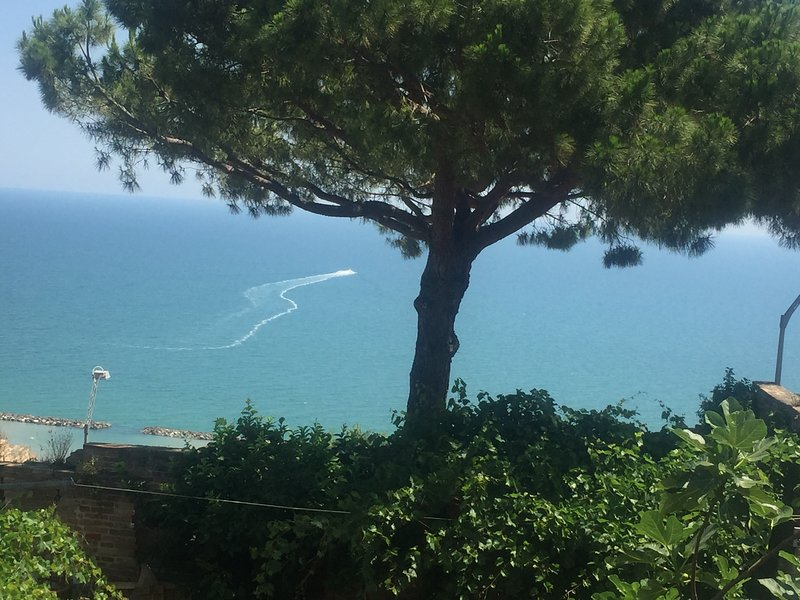Sospeso fra cielo e mare ...., vacation rental in Cupra Marittima
