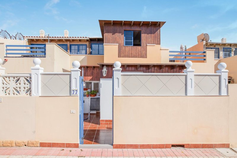 Amazing house with terrace & Wifi, holiday rental in La Pared