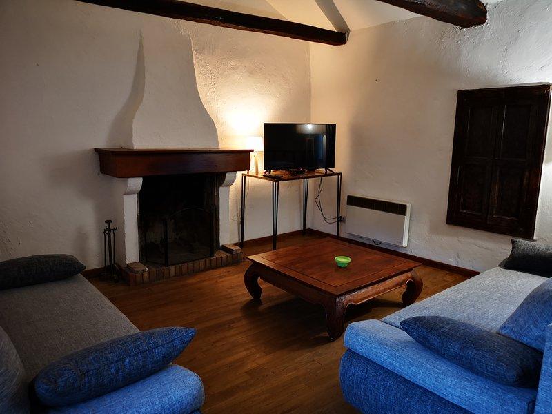 Authentique maison de village à 2 km de la mer Cap Corse, holiday rental in Ogliastro