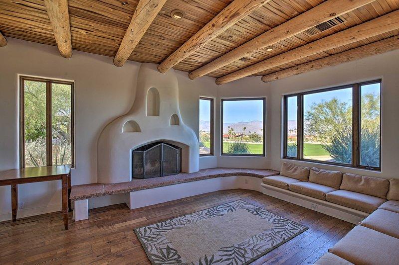 Luxe Adobe Retreat w/Mountain & Golf Course Views!, location de vacances à Borrego Springs