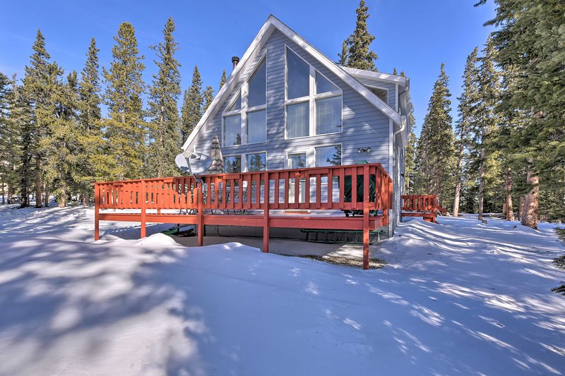 NEW! Quiet South Park City Escape w/Furnished Deck, holiday rental in Alma