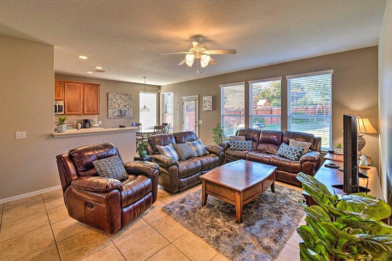 Spacious San Antonio Home - 5 Miles to SeaWorld!, holiday rental in Lakehills