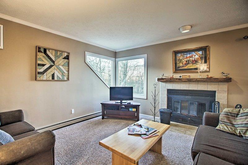 Cozy Wintergreen Area Resort Condo - Walk to Lift!, vacation rental in Montebello
