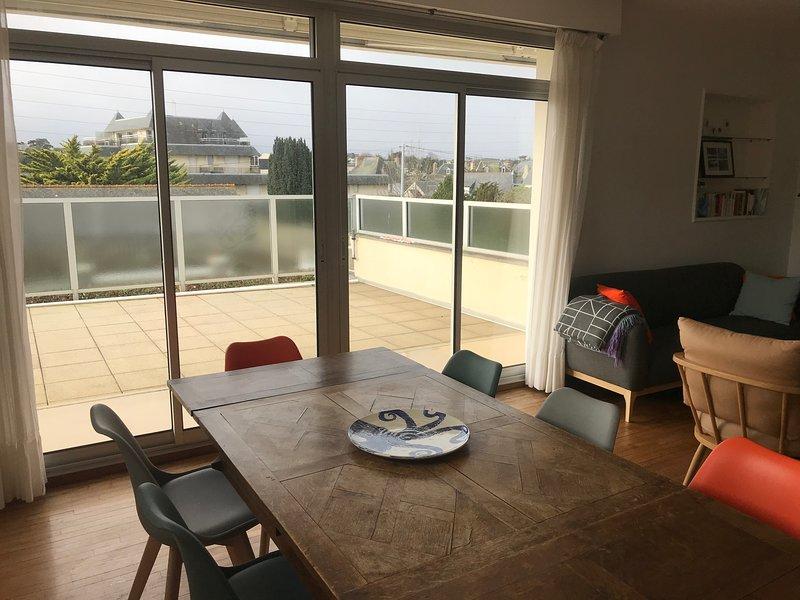 Tavolo da pranzo e terrazza