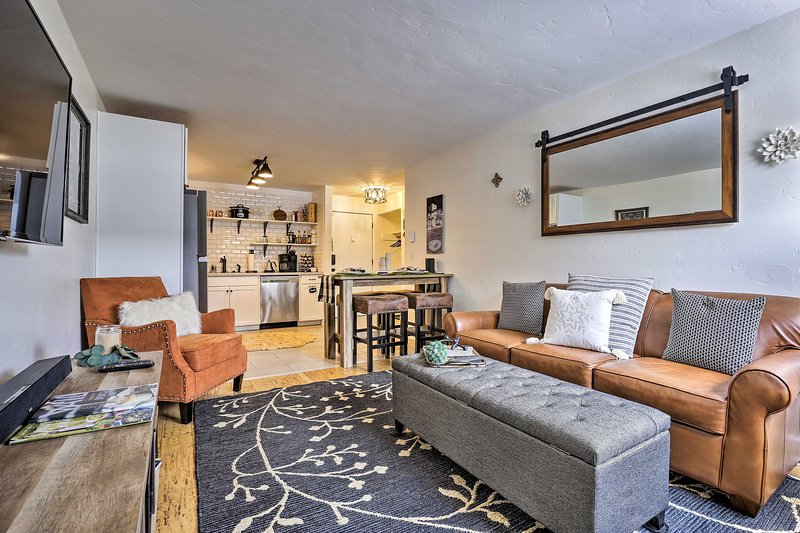 Chic Mountain Condo - 3 Mi to Beaver Creek Resort!, holiday rental in Beaver Creek