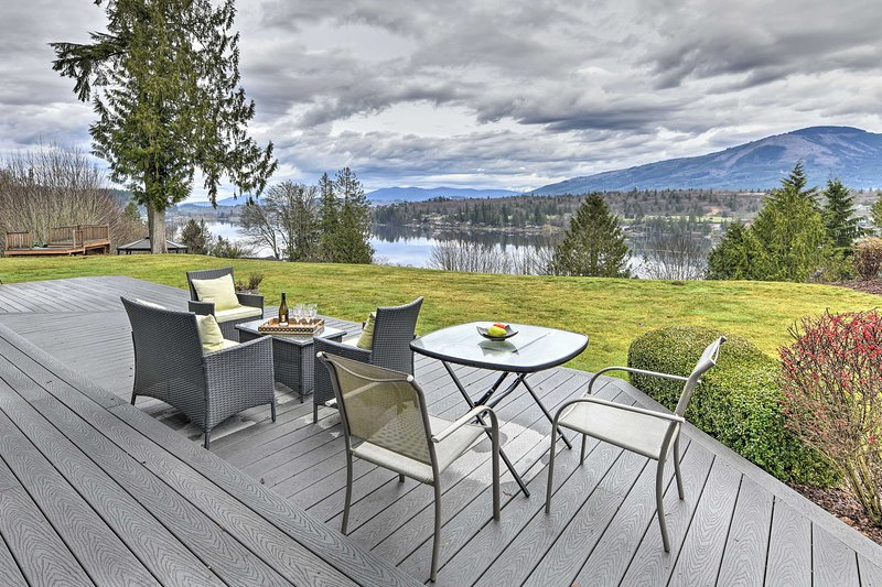 NEW! Modern Mt Vernon/Big Lake Home: Water Views, location de vacances à Mount Vernon
