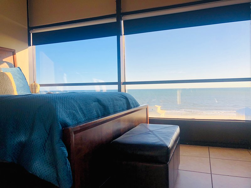 PENTHOUSE HIDEAWAY: Beach Lovers' Romantic Haven!, Ferienwohnung in Gulf Shores