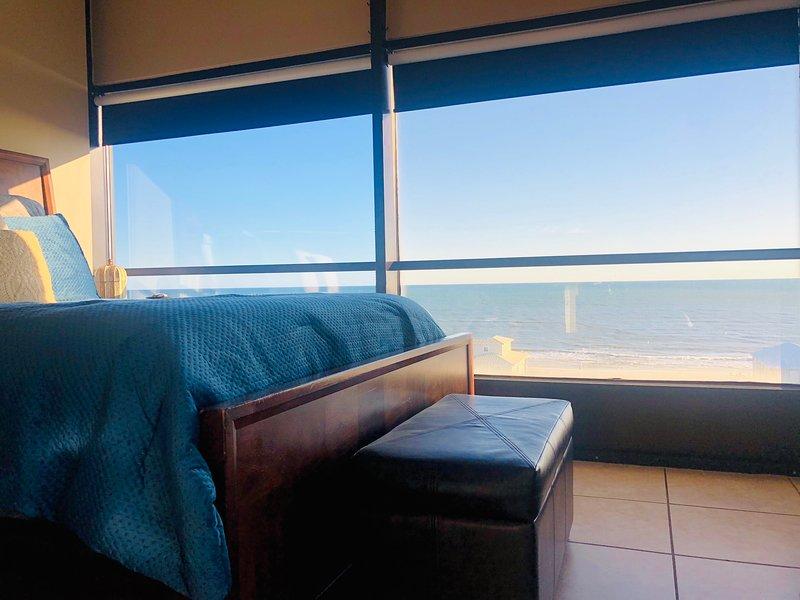 PENTHOUSE HIDEAWAY: Beach Lovers' Romantic Haven!, casa vacanza a Costa del Golfo