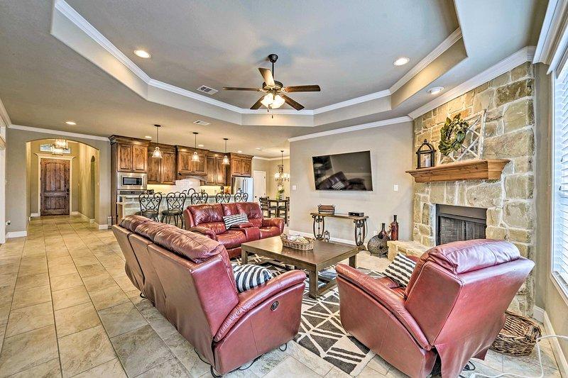 Luxurious College Station Home w/ Pool+Patio!, aluguéis de temporada em Wellborn