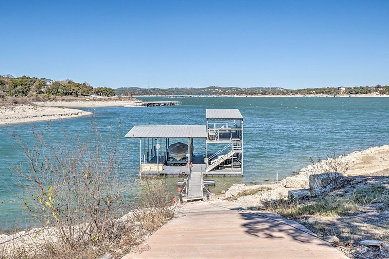 Lake Travis Home Situated on Arkansas Bend Park!, alquiler de vacaciones en Point Venture