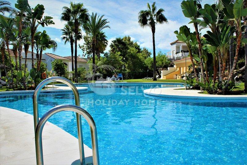 Groundfloor apt. with best location at popular 'Senoria de Gonzaga', vacation rental in Istan