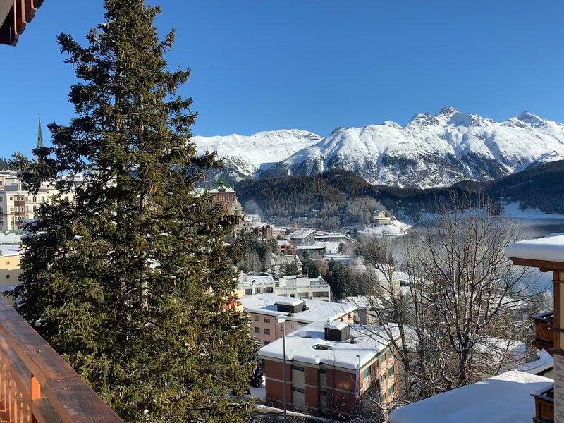 Ski-In Apartment with a Lake View, location de vacances à Engadin St. Moritz