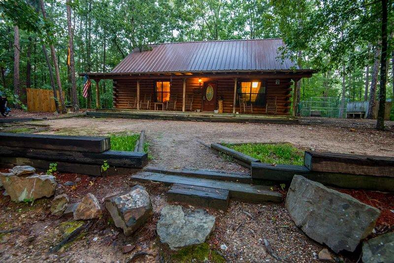 Mountain Bear Lodge, Ferienwohnung in Hochatown