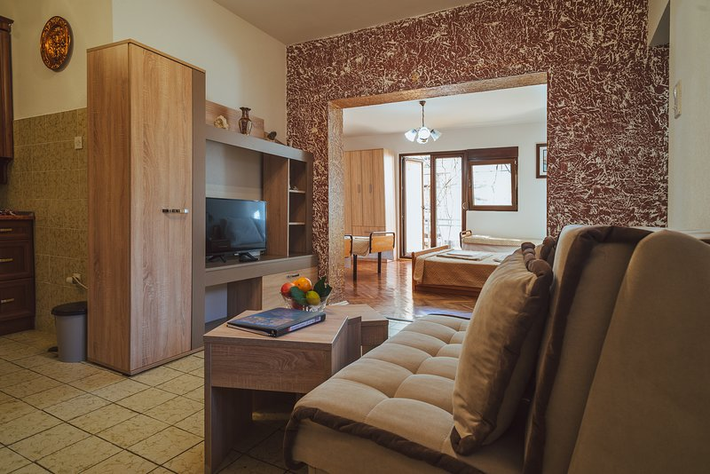 Apartment 1 Bedroom, 2 Bath with Terrace, aluguéis de temporada em Orahovac