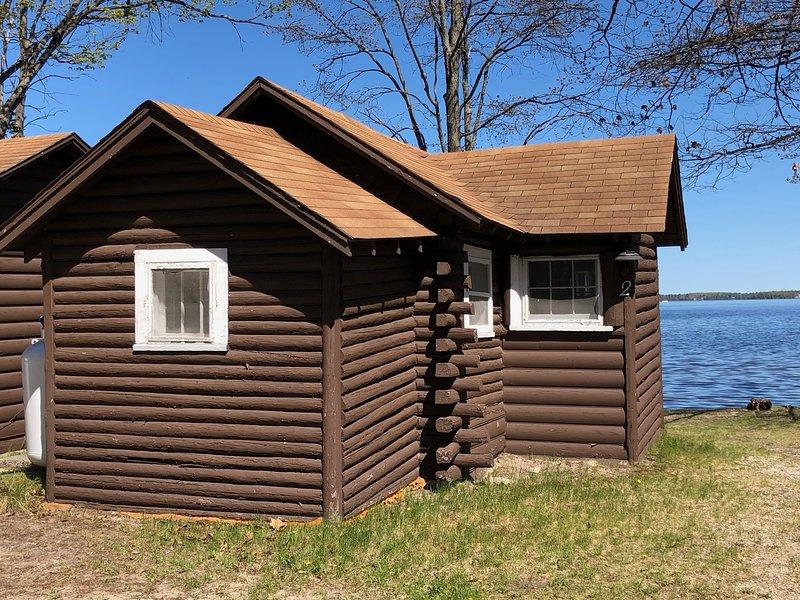 Lakeside Cabins - Cabin #2, holiday rental in Carp Lake