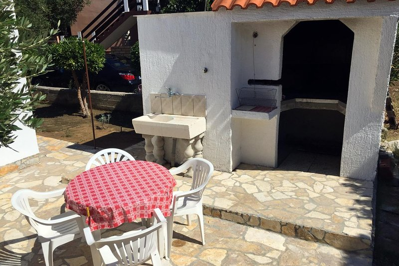 Povljana Apartment Sleeps 4 with Air Con - 5459047, holiday rental in Povljana