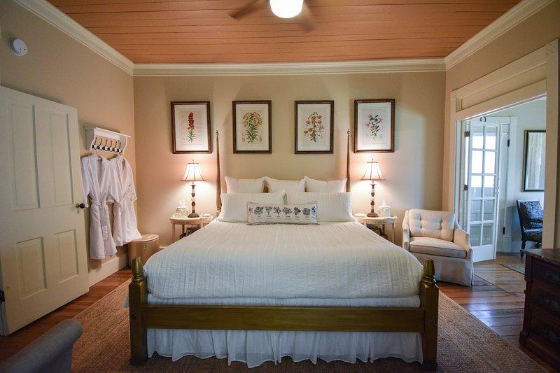 Your Luxe Victorian Awaits, location de vacances à Schulenburg
