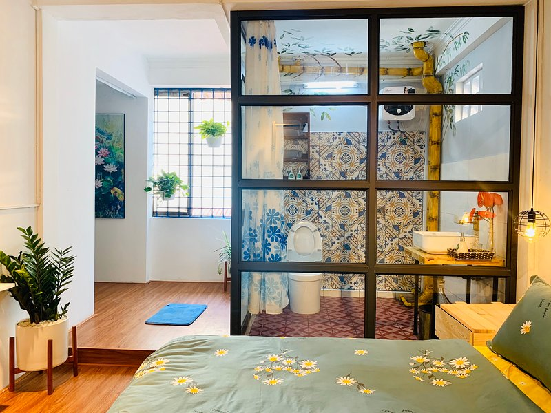 Mochi Homestay - Hanoi style/ Balcony / 2mins to Hoan Kiem Lake* 20 pax, holiday rental in Hanoi
