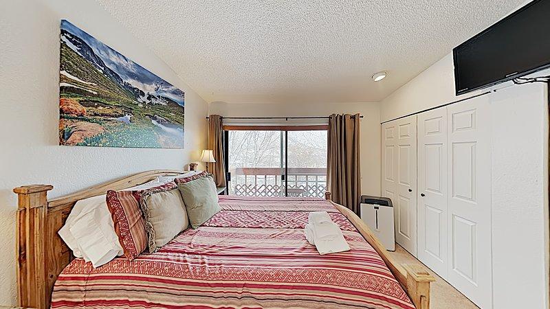 Glenwood 2 Bdrm Apt., Grill, WiFi, W/D, Pets, Fireplace, 30 days min stay, holiday rental in Glenwood Springs