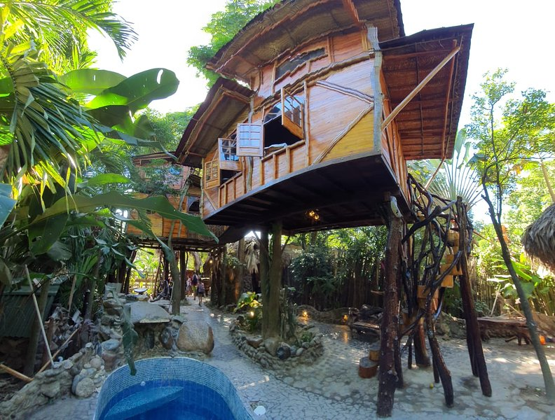 Stunning luxury boutique Tree House, holiday rental in Palomino