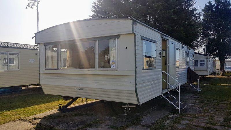Ace Sanctuary is a caravan near Clacton on sea, holiday rental in West Mersea