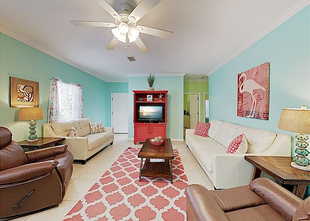 Sundial B: Colorful Condo w/ Pool & Pond, location de vacances à Orange Beach