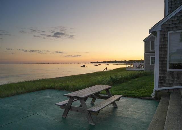 New Listing! Waterfront Hyannis Haven – Walk to Klamas Beach, holiday rental in Hyannis
