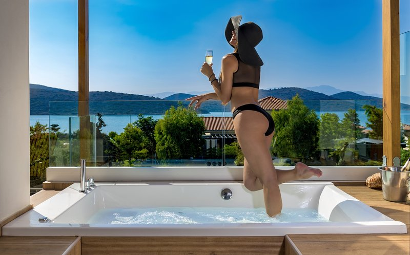 Comfortable luxury with pool, jacuzzi, hot tub, holiday rental in Agia Paraskevi