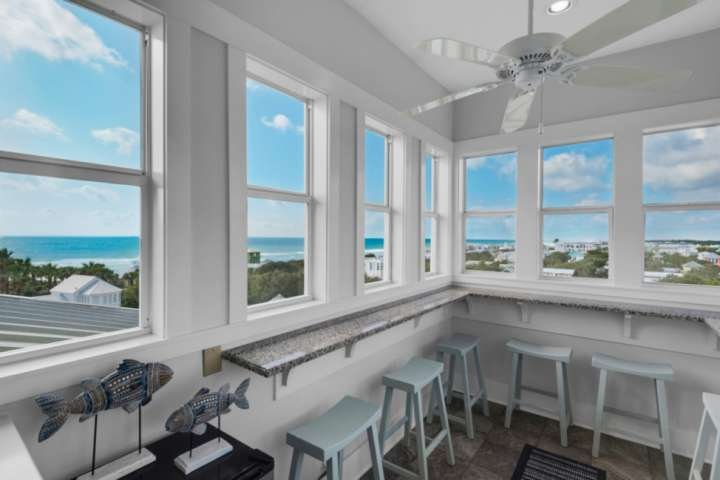 Recently Renovated!!100 Yards to Beach/Steps to Seaside/Private Pool/Elevator/Br, holiday rental in Santa Rosa Beach