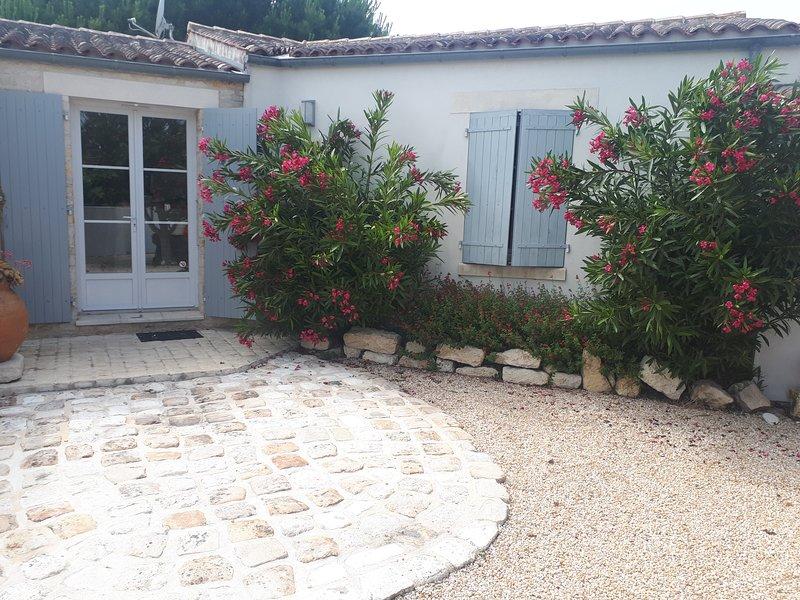 villa de charme  dans village oleronais océan, location de vacances à Saint-Pierre-d'Oléron