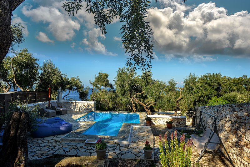 Paxosblue. Nostos studio with private pool., holiday rental in Gaios