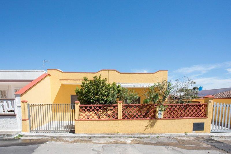 Casa Cora | spazio esterno, vicino spiaggia, a/c, holiday rental in Torre Lapillo