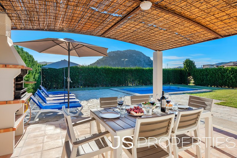 3 bedrooms Villa Can Agusti with amazing mountains view, private pool big garden Chalet in Puerto Pollensa