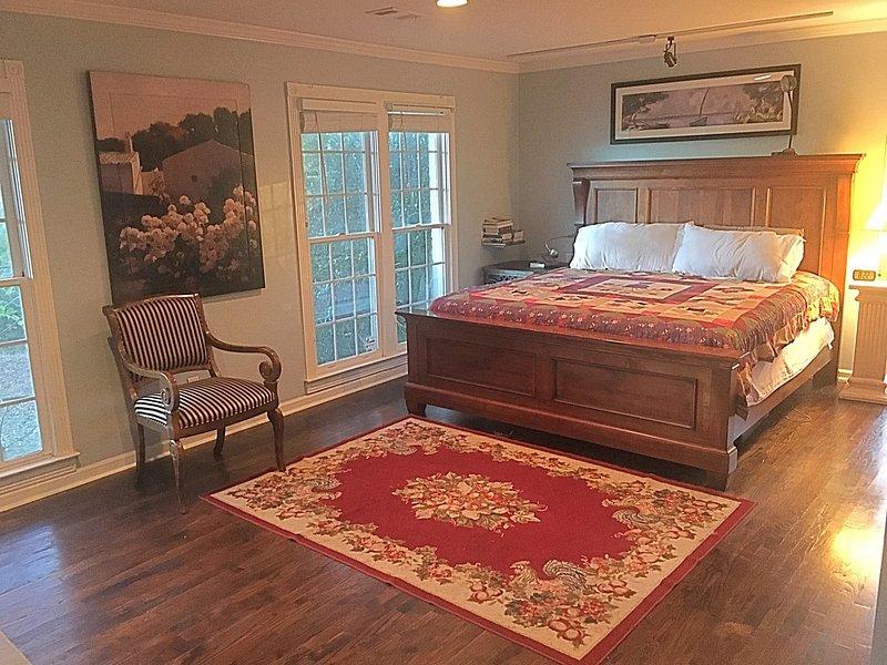 Sleeps 2:  King Suite with en suite bath, location de vacances à Gillsville