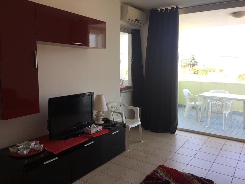 San Rocco 5B2.5 - Two bedroom apartment on first floor, vakantiewoning in San Sostene
