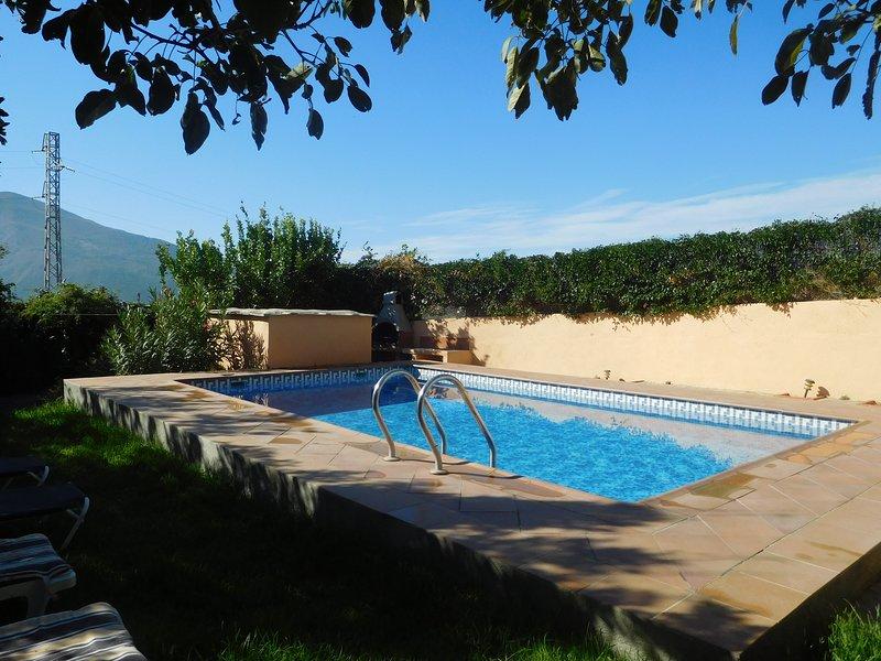 Beautiful Holidayhome With Pool near the Sierra Nevada, holiday rental in Carataunas