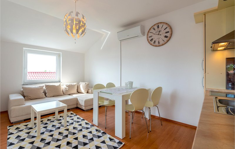 Stunning apartment in Seline with WiFi and 1 Bedrooms (CDA551), casa vacanza a Seline
