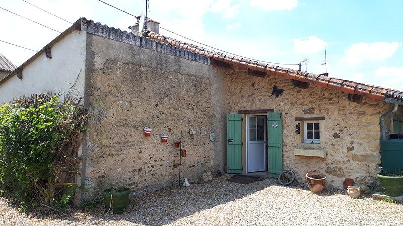 Charmante petite maison tout confort, vacation rental in Gouex