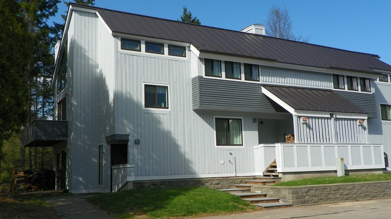 Waterville Valley Vacation Condo close to Town Square and Free Shuttle to Ski Ar, vacation rental in Wonalancet