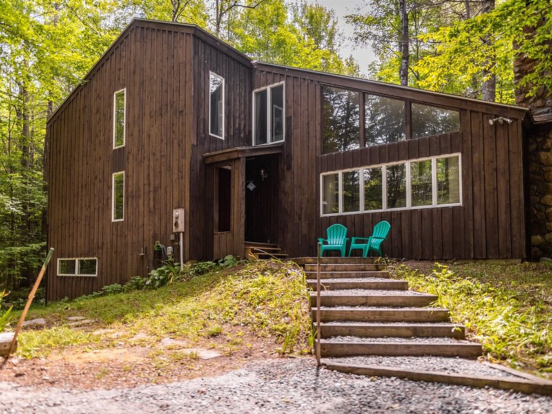 Four Bedroom Pet Friendly Vacation Home in Waterville Estates, NH!, casa vacanza a Thornton