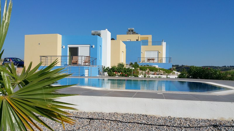Villa Posseidon with breathtaking private Pool, holiday rental in Mandraki