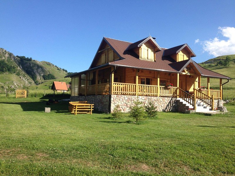 Chalet BAITA - Cozy wooden Chalet with caminet immersed in nature., holiday rental in Sarajevo