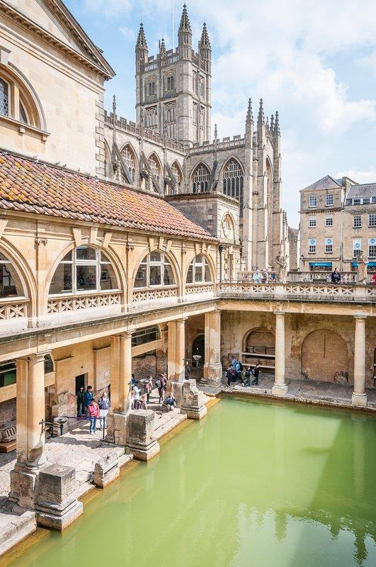 Faites un voyage aux thermes romains avec sa magnifique architecture et ses magasins fantastiques