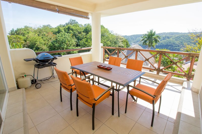 4 Bedroom Condo with Ocean Views, location de vacances à Huatulco