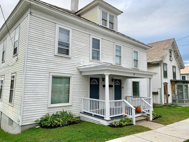 Downtown Middlebury 3 Bedroom Home - Walk Everywhere!, holiday rental in Bridport