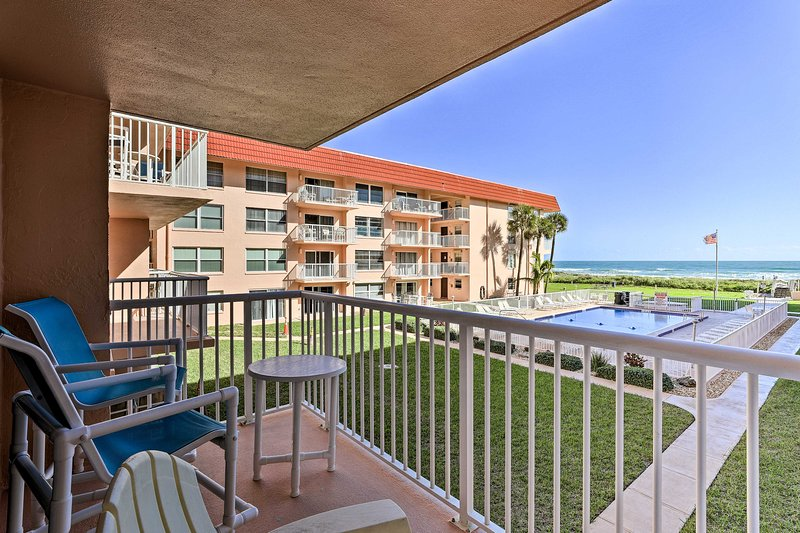 NEW! Oceanfront Condo w/ Balcony & Community Pool!, holiday rental in Cocoa Beach