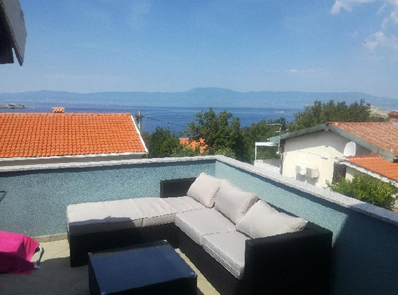 Omisalj Apartment Sleeps 4 with Air Con - 5825489, holiday rental in Omisalj