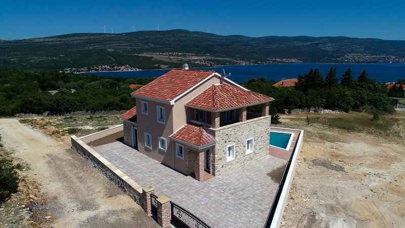 Kokic Holiday Home Sleeps 8 with Pool and Air Con - 5825491, vacation rental in Pridraga