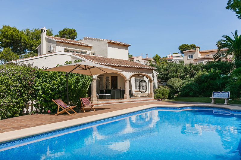 Luxury Spanish Villa - Casa Relajante - The Home of Relaxation, vacation rental in El Tosalet