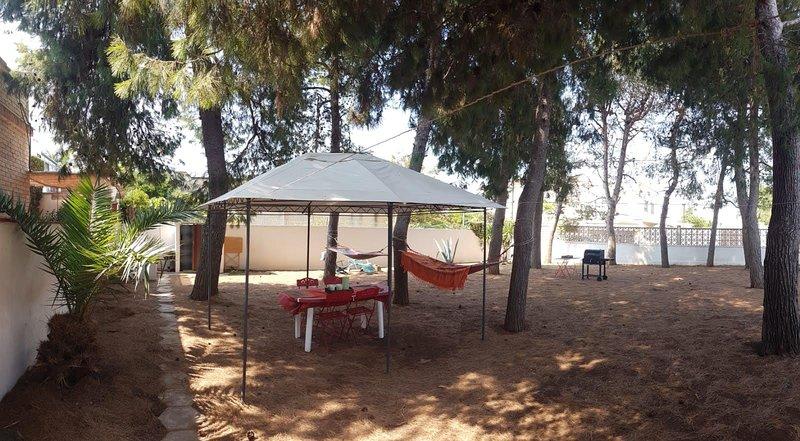 VILLA PAOLA - Ampia villa a 200 mt dal mare, holiday rental in Villaggio Boncore